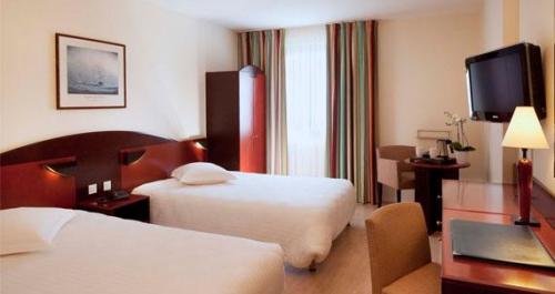 hôtel,auberge,deux lits,lit conjugal